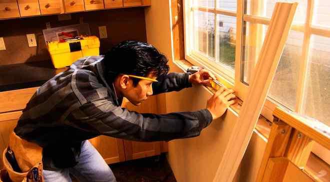 Делать деревянные окна своими руками очень непросто