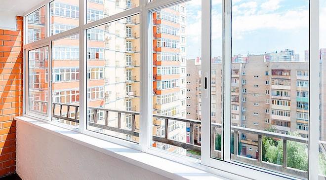 Как делают остекление балконов профилем